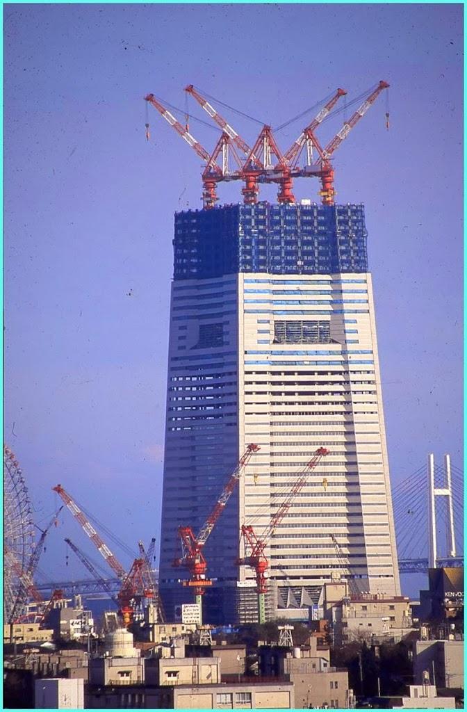 建設中のランドマークタワー
