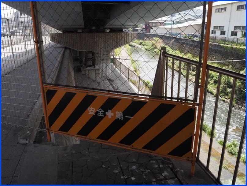 lightP4220141跨線橋下